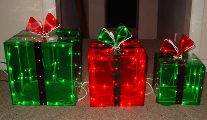 Lighted Gift BOXES Christmas Indoor / Outdoor 150 Lights presents