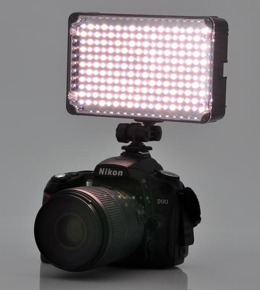 LED_Camera_Light_with_a_range_BMyoZ-8w