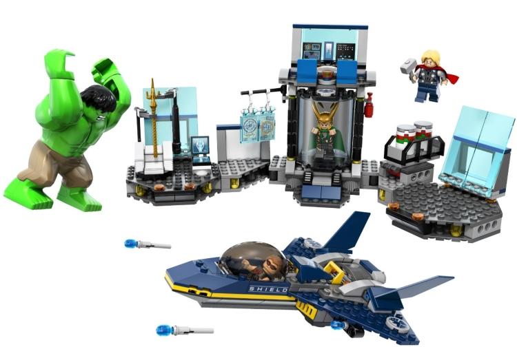 LEGO Hulk Helicarrier Breakout