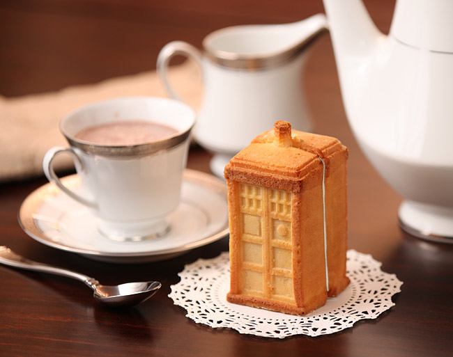 13d7_doctor_who_tardis_gelatin_cake_mold_cake