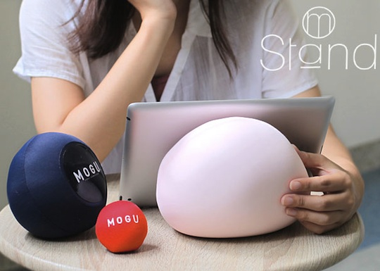 mogu-stand-tablet-cushion-1