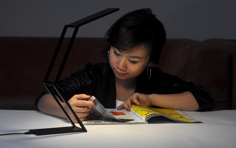 LED_Table_Light_with_Ultra_aEQoJGxF