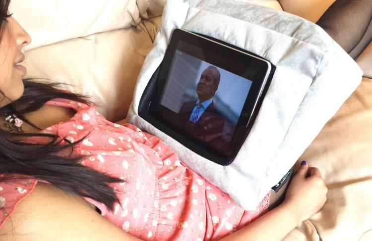 Pillow Stand Holder