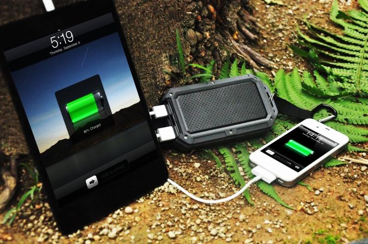 WaterDirtShockproof Dual USB Port External Battery Charger