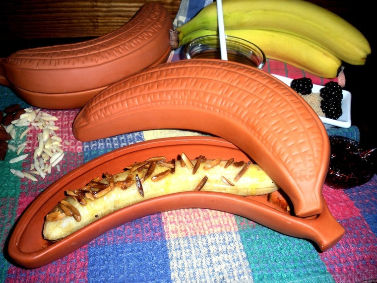 TERRACOTTA CLAY BANANA BAKER WITH LID