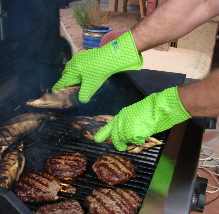 The Best Silicone Heat Resistant Grilling BBQ Glove Set