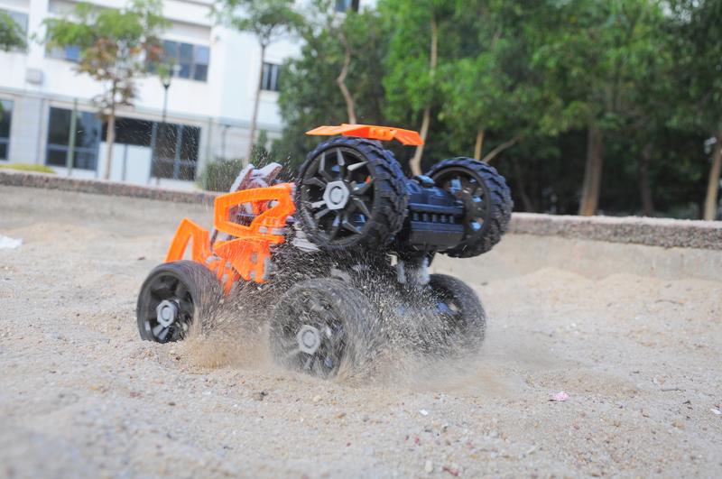 RC_Customizable_6_Wheeled_Car_tv3olBmh