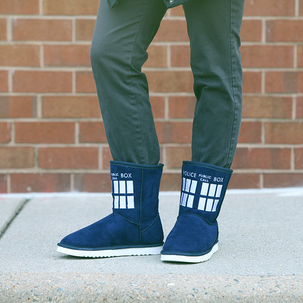 18ec_tardis_boot_slippers_model