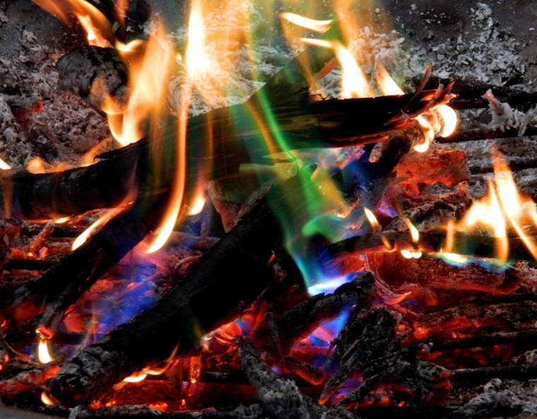 Adds Colorful flames to a Campfire
