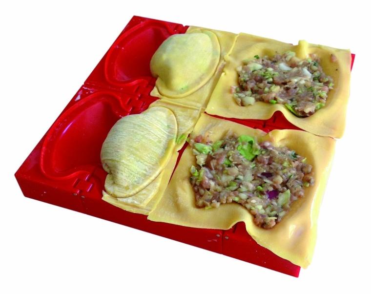 Makes 4 Traditional Gyoza Style Dumplings