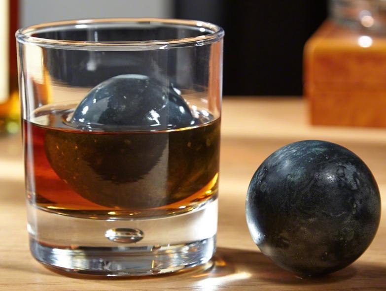Perfect Sphere Whiskey Rocks