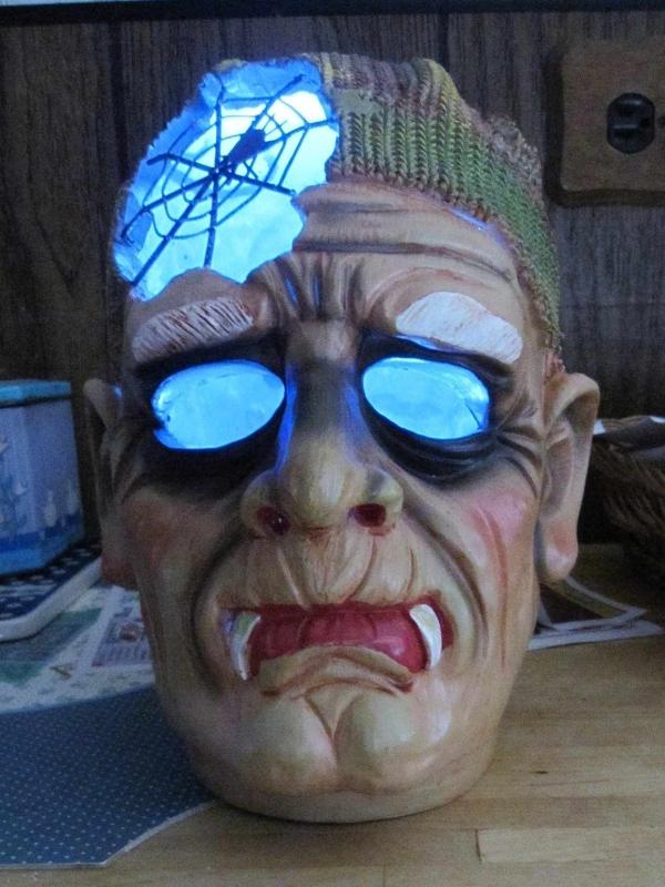 Spooky Haunted Halloween Heads