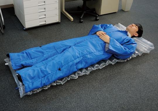 king-jim-wearable-futon-office-blanket-air-mat-1