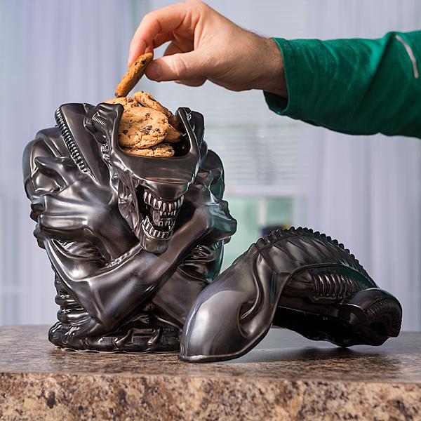 issv_alien_xenomorph_cookie_jar_inuse