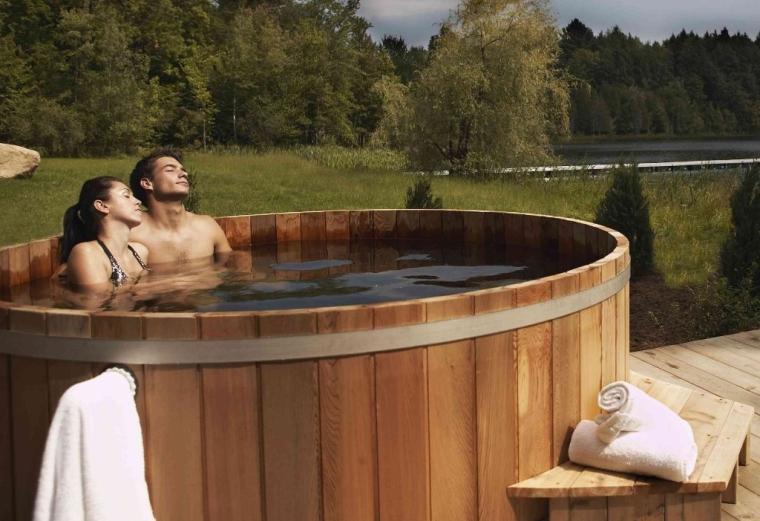 Cedar Wooden Hot Tub