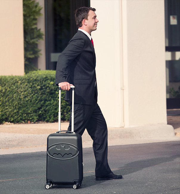 isoq_batman_rolling_luggage_inuse