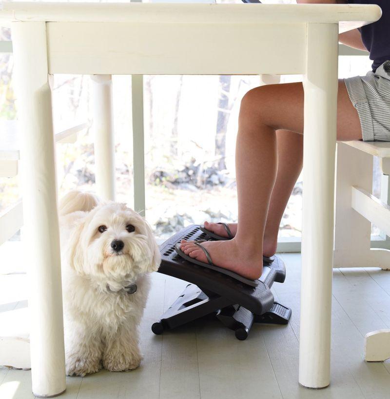 ivation-adjustable-massage-footrest-with-rollers