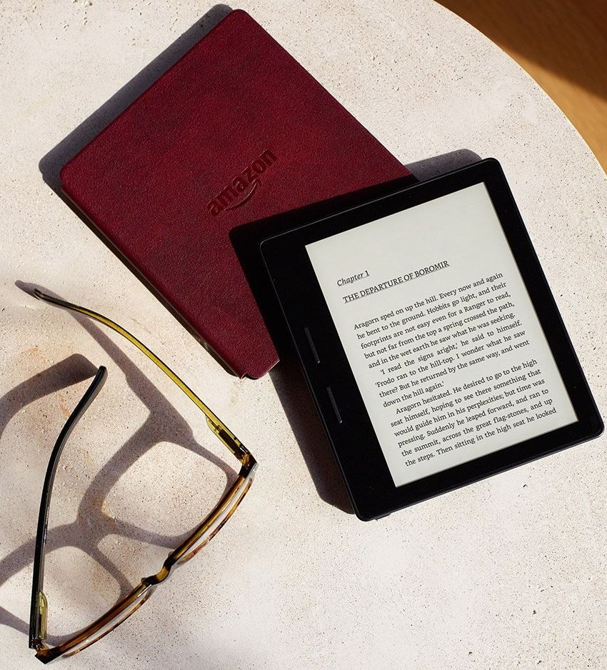 kindle-oasis-e-reader-with-leather-charging-cover