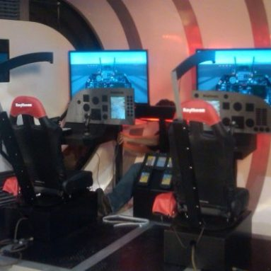 Walk-In Flight Simulator Using 4D Technology