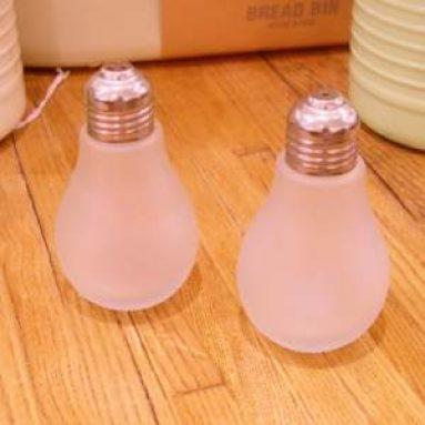 Light bulb salt and pepper